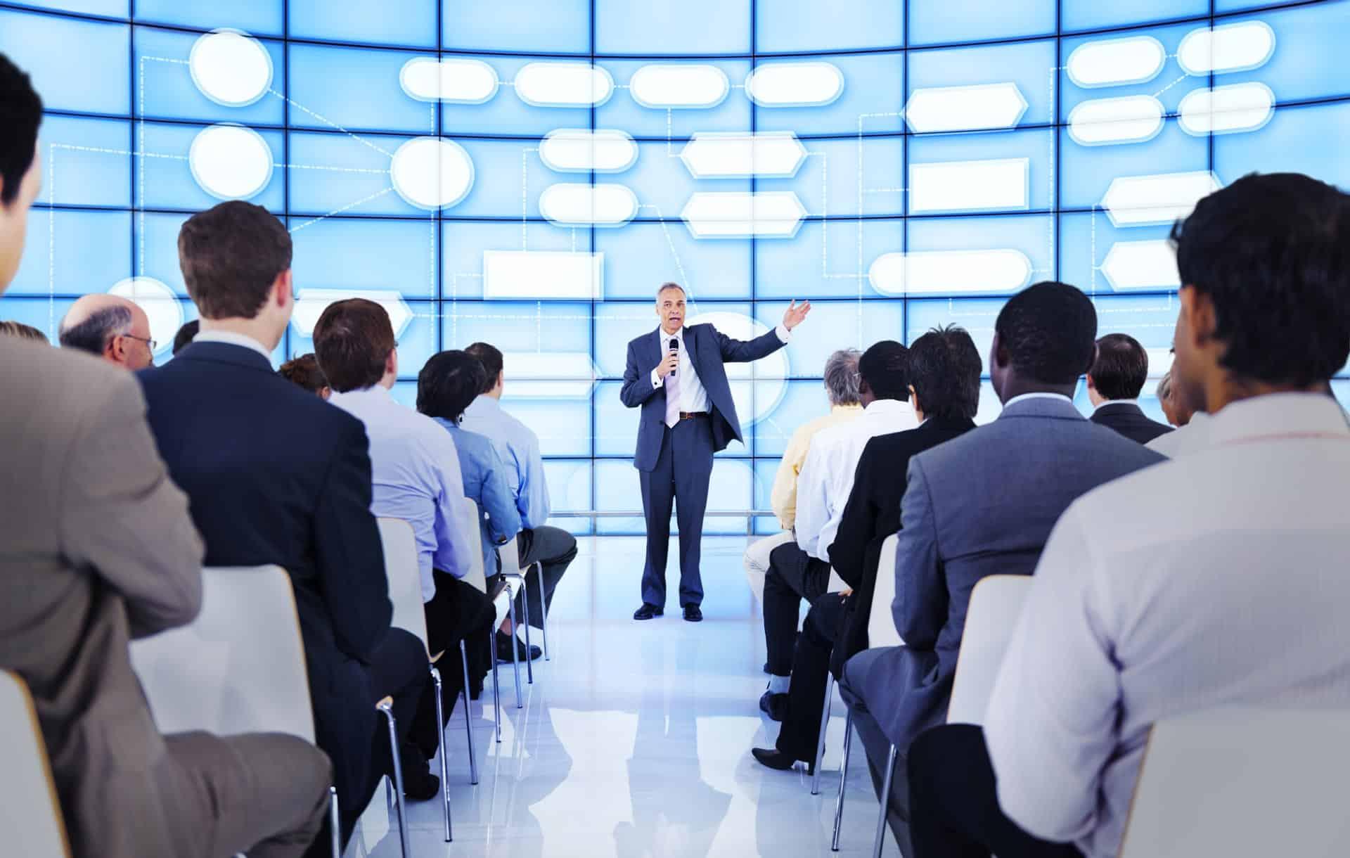 الثقة بالنفس ومهارات التحدث امام الجمهور